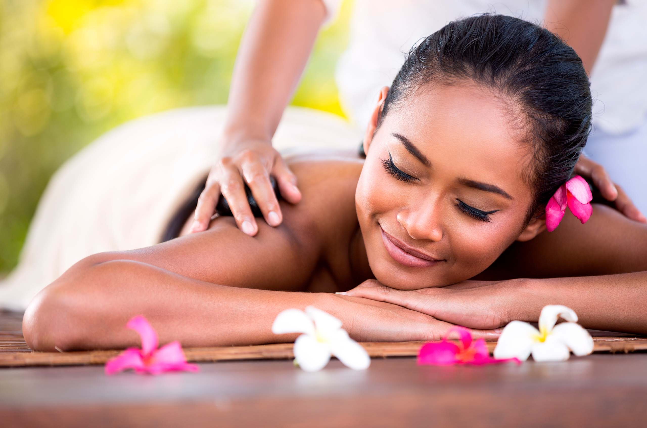 Massage therapist from Bali in AKFA Medline